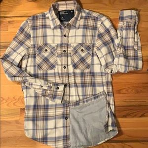 ⭐️ 2/$15 American Eagle Outfitters plaid shirt.
